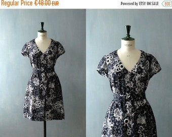 40% OFF SALE // Vintage shirtwaist cotton dress. black dress. 1980s does 50s dress