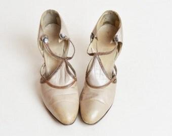 Vintage 20s Flapper Heels / 1920s ART DECO Leather T-Strap Shoes 5 Narrow