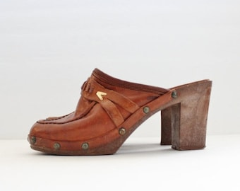 sale // Vintage 70s Whiskey Brown Leather Clog Faux Wood Sole Heels // Women 5M // Enrico Sergio