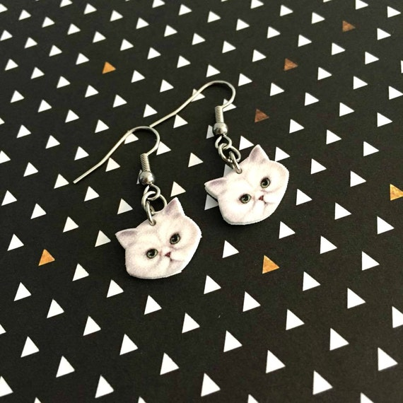 White persan cat earring,  plastic, white, stainless steal hook, metal stainless ring, handmade, les perles rares