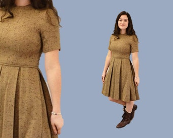 1950s day dress tweed fitted waist cocoa brown hipster full skirt pleated autumn fall nubby IngridIceland medium tan