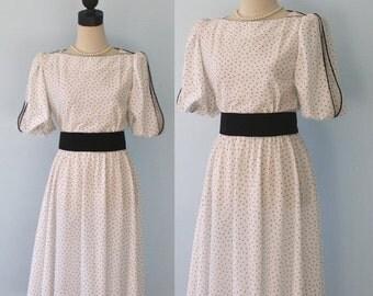 SALE Vintage 1970s Print Dress . 70s Retro Lehigh Belted Waist White Black Dotted Print . Black Belt . Size Medium Size 14