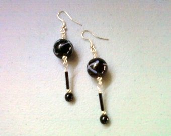 Black and White Dangle Earrings (0761)