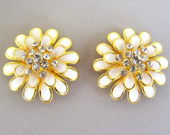 2 gorgeous cream and gold 2 hole slider beads, large off white daisy floral beads