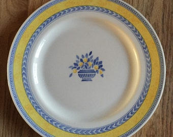 Johnson Bros. Jardiniere Yellow Dinner Plate 10 1/4 in
