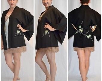 Vintage Short Black Kimono Jacket Robe With Green Ivy Embroidery