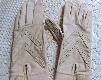 Trendy ISOTONER THIN GLOVES by Aris, Ivory with Cream Leather Stripes, Spandex & Antron, Lady Driving Gift Vintage, One Size Fits Most