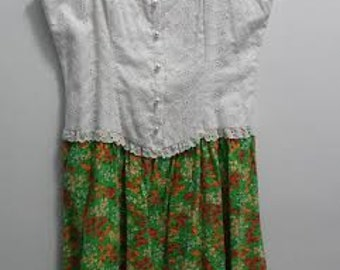"""Vintage 1960's 70's - """"Daels"""" Cotton Floral Pearl Buttoned Perforated Lace Sun Dress - Size 11 -"""