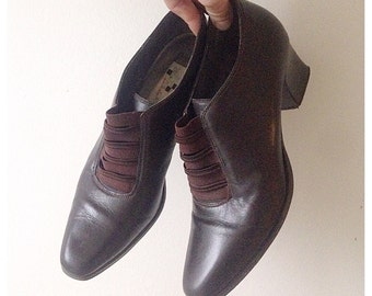 SALE Vintage 1990s brown leather shoes
