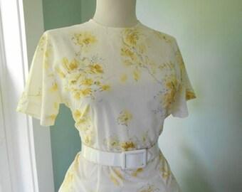 SALE  Vintage Yellow & White Rose Cotton 1940s 1950s Floral Print Button Down Short Sleeve Blouse