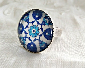 Statement blue tile ring. Mosaic cabochon ring adjustable. Blue Mosaic Jewelry. Spanish tiles Jewelry. Big mosaic ring. Blue geometric ring.