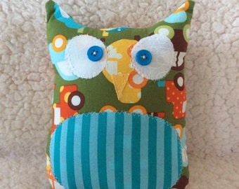Ollie the owlet - Green with cars - organic cotton