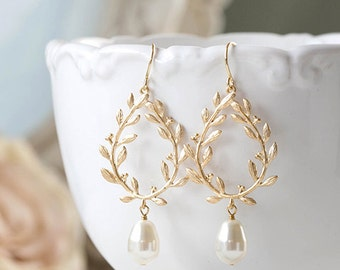 Laurel Wreath Earrings. Cream White Teardrop Pearl Gold Laurel Wreath Earrings. Wedding Earrings, Bridal Earrings, Bridesmaids Gift