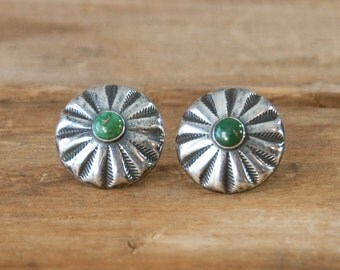 1940s Vintage Green Turquoise Etched Silver Earrings. Screw Back