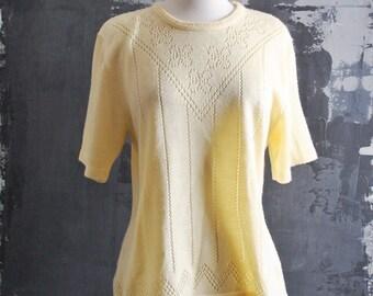 Yellow Knit Short Sleeve Top in Flower Pattern