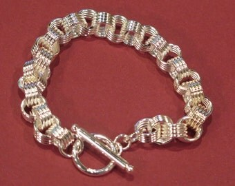 Bracelet - Link Bright Silver Tone Bracelet  -  Light Weight - One Size Fits All