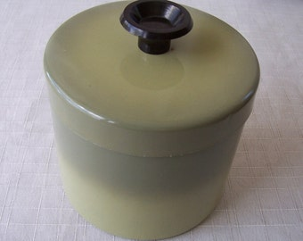 Vintage 1970s avocado green kitchen grease can.    C2-237-1