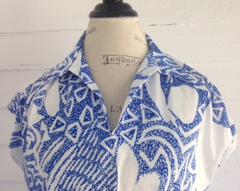 Vintage 70s Blue and White ABSTRACT Retro Print Top