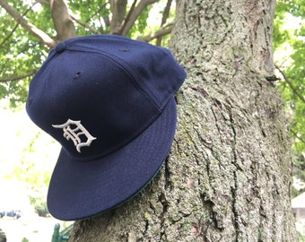 Vintage 1980s New Era 7 5/8 fitted 100% Wool USA made Pro Model - Detroit Tigers classic Olde English D - near new condition