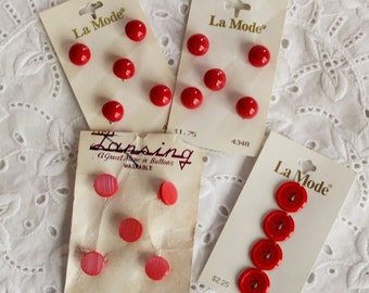 Lot of red buttons on cards / Lansing & La Mode retro brands / ball or sphere shaped, sew through and shank / unused NOS