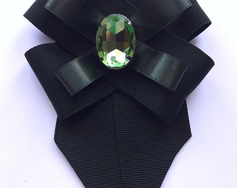Dark green brooch