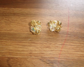 vintage clip on earrings goldtone glass bead clusters