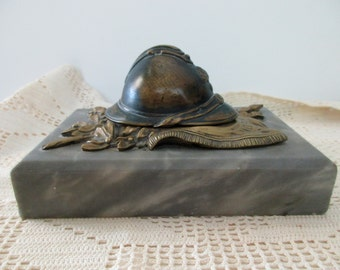 1910s antique French marble inkwell with WWI helmet -  honneur, honor
