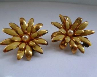 Vintage Retro Flower Earrings Yellow Retro Flower Earrings Gold Tone Clip on Earrings