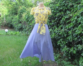 Buttoned Violet Skirt / Skirt Vintage / Size EUR44 / UK16 / A Line Skirt