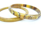 Caramel Catalin Bakelite Bracelet. Marbled Celluloid Bangle. Set of Two. Vintage 1940s Retro Jewelry. Earth Tones. Early Plastic. Stacking.
