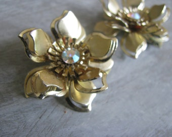 Sparkling flowers with aurora borealis centers  -  LARGE Clip earrings 1950s