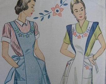 Fabulous Vintage 40s Misses' POSIES AND POCKETS Bib-Top Apron Pattern Factory Folded