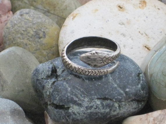 Garden of Eden Antiqued Silver Ox Adjustable Snake Ring