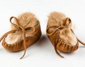 Baby Moccasins, Newborn Deerskin Moc, Toddler Leather Shoe, Rust Rabbit Fur, 1st birthday Baby Shower Gift, Made in USA