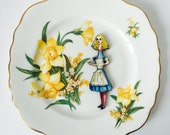 Alice in Wonderland Stretched Yellow Daffodils Royal Vale Chintz Kitsch Display 3D Plate Sculpture for Wall Decor Birthday Wedding Gift