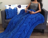 Chunky knit throw blanket in royal blue with or without 3 matching modern pillows for sixth scale diorama