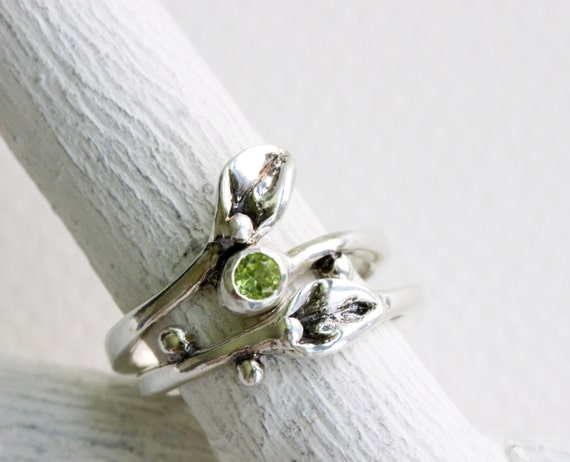 Leaf Ring,Set of 2 Rings- Small Leaf Silver Ring with Peridot,Stackble Peridot Ring