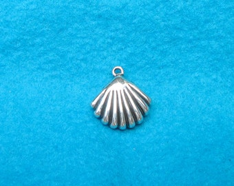 Sterling Puff Clam Shell Pendant