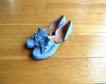 1940s slippers . vintage 40s blue print shoes . size 8 8.5