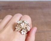20% CNY SALE - Vintage 60's Mod Daisy Bunches Bouquet Enamel Floral Ring (Size 6)