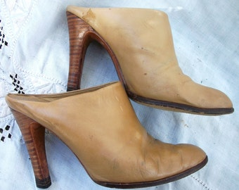 Closed Toe ~ Clogs ~ Stacked Wood Heel ~ Mules ~ Vintage Shoes ~ est. size 7 1/2