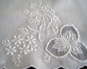Vintage Guest Towel - White Linen - Organdy Inserts - Raised Embroidery - PRISTINE
