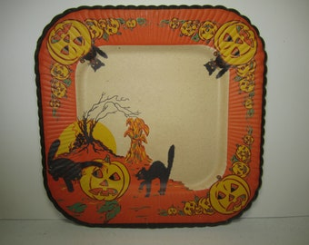 Unused 1940's-50's colorful Halloween paper plate black cats scratching frightened jack o lantern, full moon,haunted house, old tree