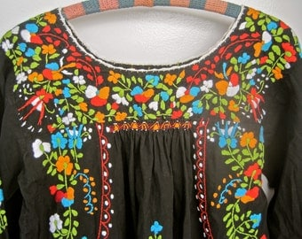 Mexican Embroidered Dress Long Black Frida Kahlo Boho 70s Excellent Condition LOTS of FLOWERS Mexico Colorful Floral Long Sleeves MEDIUM