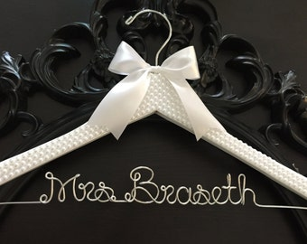 Bridal Hanger / Bride Hanger / Wedding Hanger / PEARL Covered Hanger / BLING HANGER / Glamorous Hanger / Personalized Hanger / Name Hanger