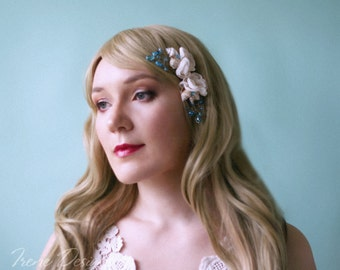 Set of two cream colored flowers and seashell bobby pins. Beach wedding hair accessories. Nautical wedding headpiece
