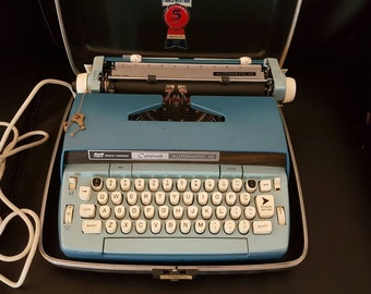 Vintage smith and corona typewriter automatic 10
