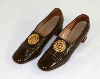 Vintage 60s Mod Brown Patent Leather Pilgrim Shoes, Round Toe Chunky Heel,  Slip on Secretary Kawaii School Girl Shoes 8M