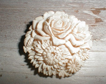 Beautifully Carved Celluloid Dress/Fur Clip *Roses*Flowers* So Charming