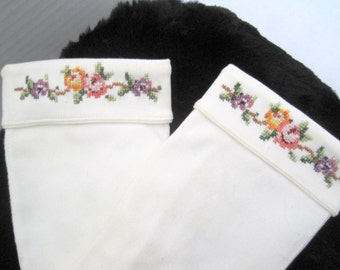 White Gloves -  Embroidered Cuffs - Wedding Short Gloves - size 6 1/2